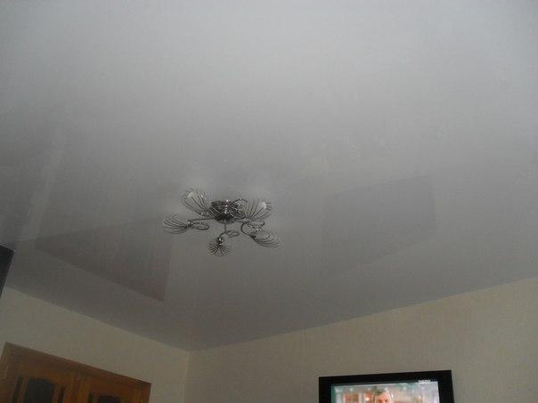 натяжные потолки фото глянцевые двухуровневые тканевые в новгороде