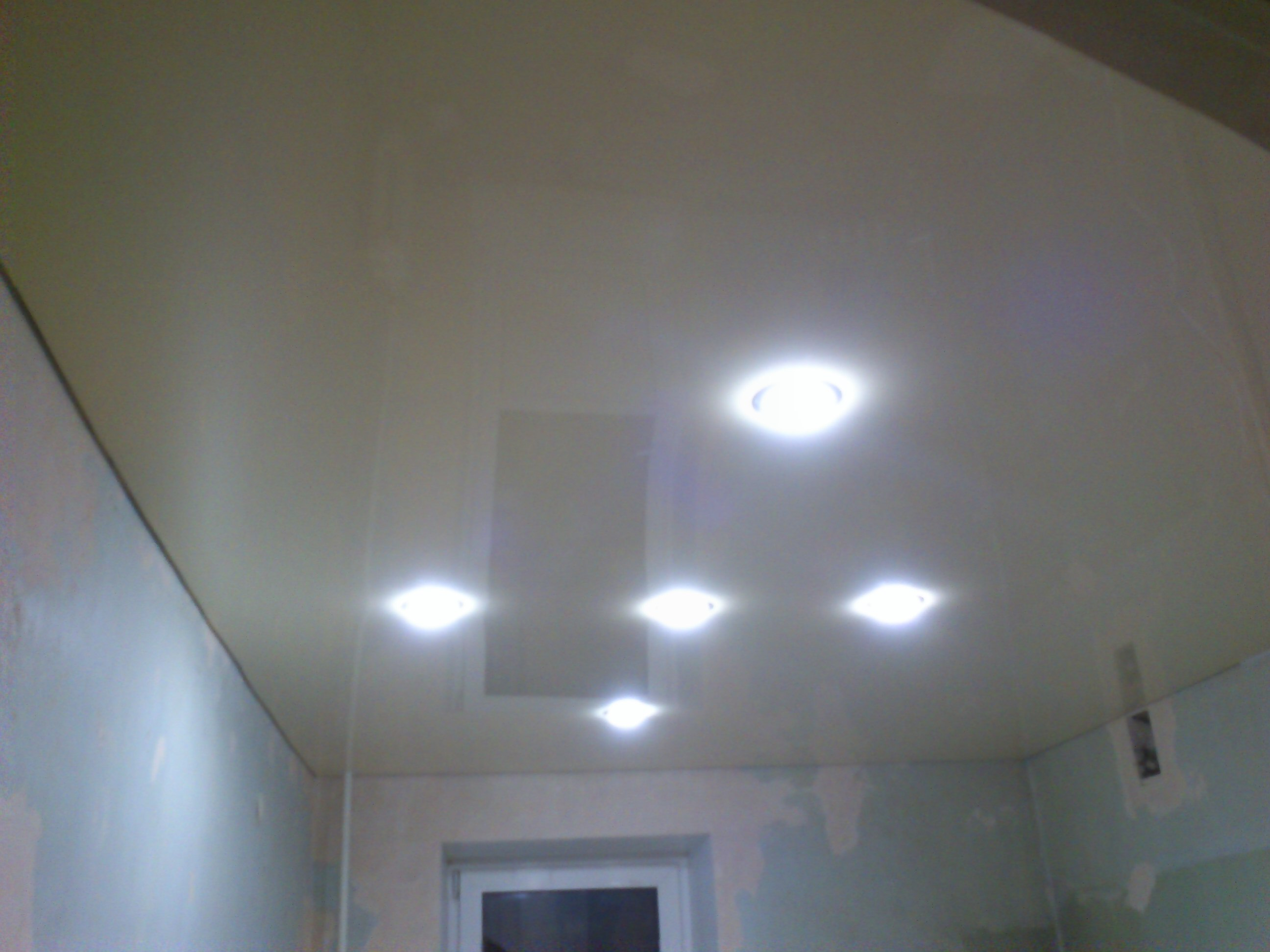 натяжные потолки в Саратове фото установка отзыв