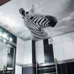 В ванной комнате лак